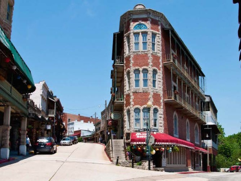 Eureka Springs Steep Winding Streets | © Ted Engler/FlickrCommons