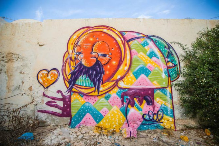 Mural in the Djerbahood Project by artist Vajo | Photo © Aline Deschamps - Galerie Itinerrance