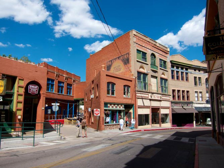 Main Street in Bisbee | © BriYYZ/Flickr