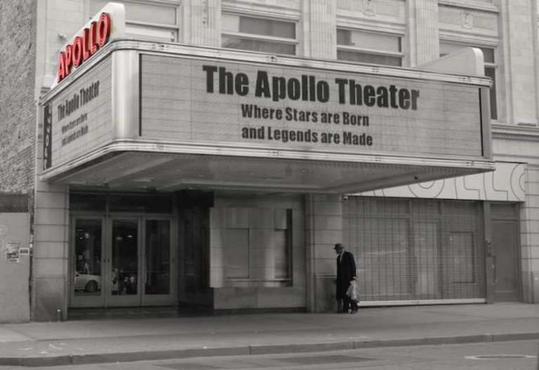 The Apollo Theatre in Harlem became famous during the Harlem Renaissance and launched the careers of artists such as Billie Holiday | © Dr. Wendy Longo/FlickrCommons