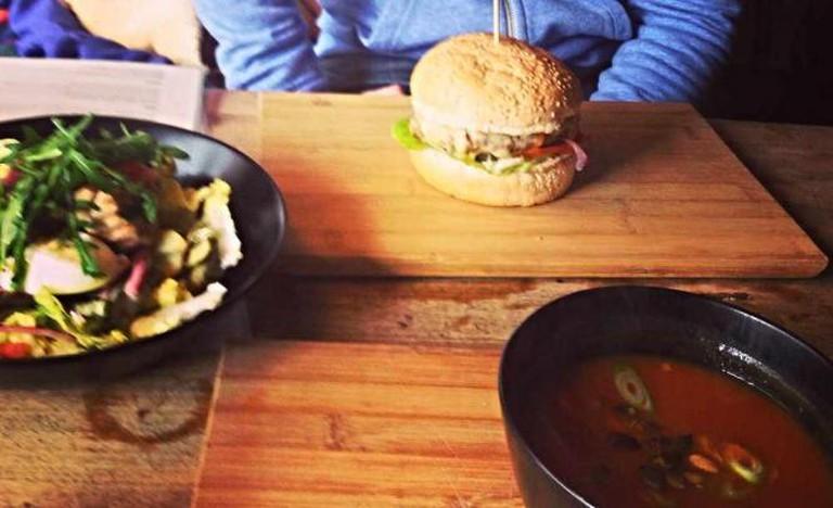 Juicy burger, pumpkin soup and seared tuna salad