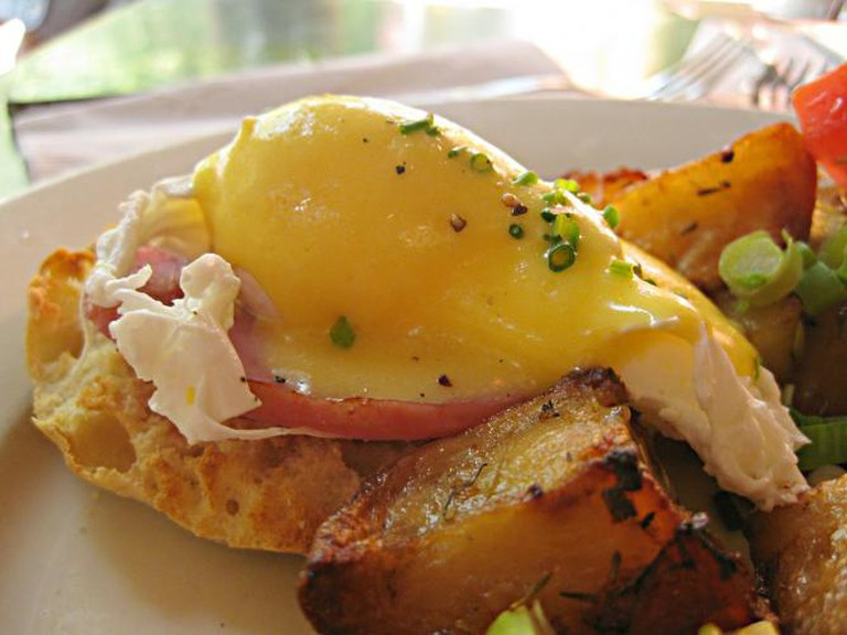 eggs benedict tartine culture trip