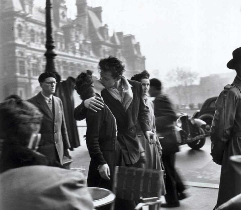 Le Baiser de l'hotel de ville (The Kiss) ,1950- (C) Robert Doisneau