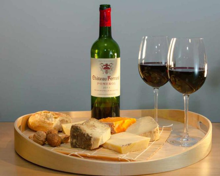 Cheese and Wine ©IsabellePuaut/Flickr