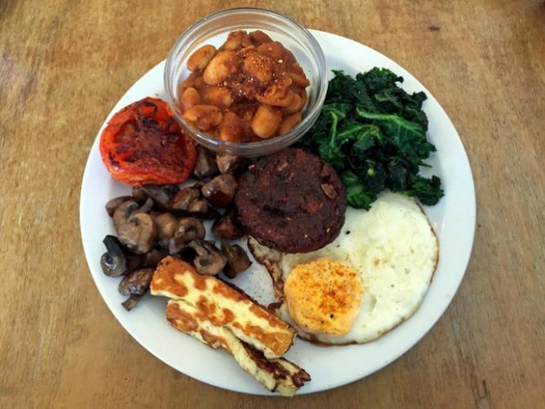 Hash E8, Veggie Beetroot Hash Fry Up | © Homegirl London