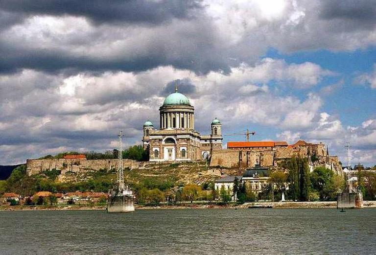 Hungary, Bazilika in Esztergom, Marie Valerie Bridge in ruins yet