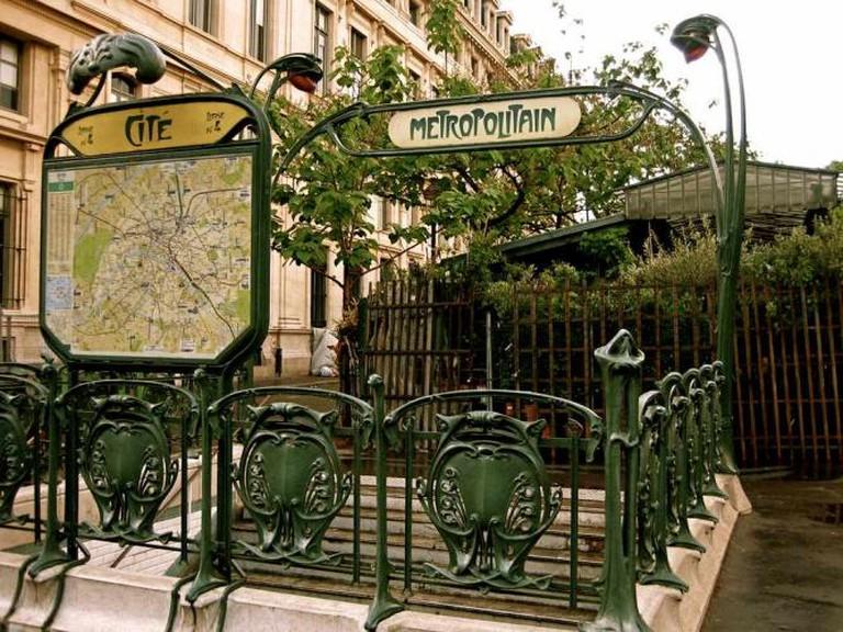 Guimard Metro Entrance | © TracyElaine/Flickr