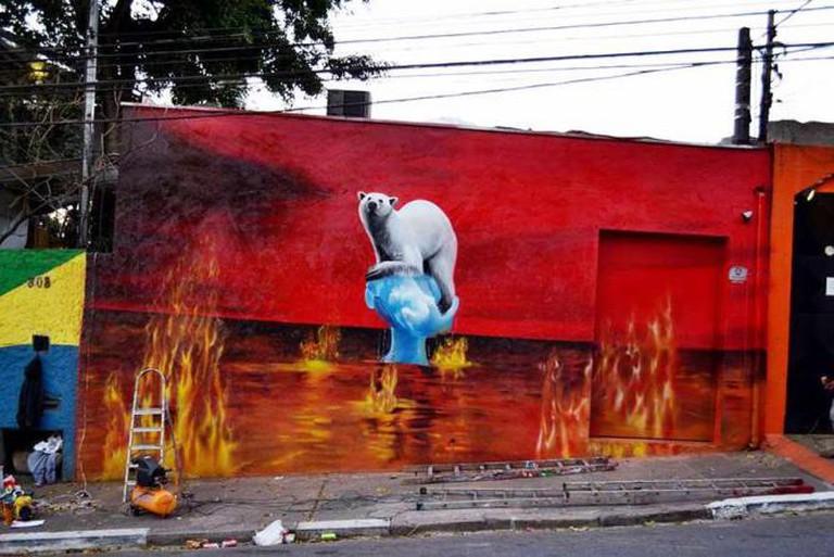 'The World is Burning' by Eduardo Kobra | © Earthporm/Wikicommons