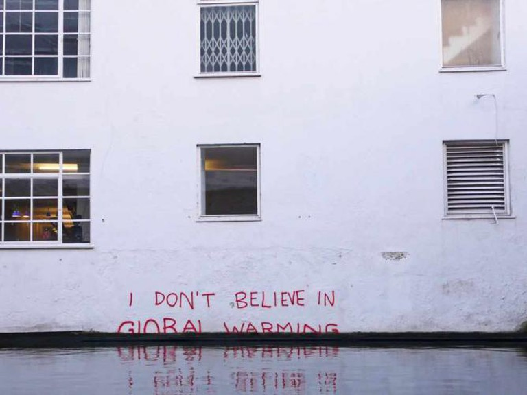 'I don't believe in Global Warming' by Banksy | © Duncan Hull/Flickr