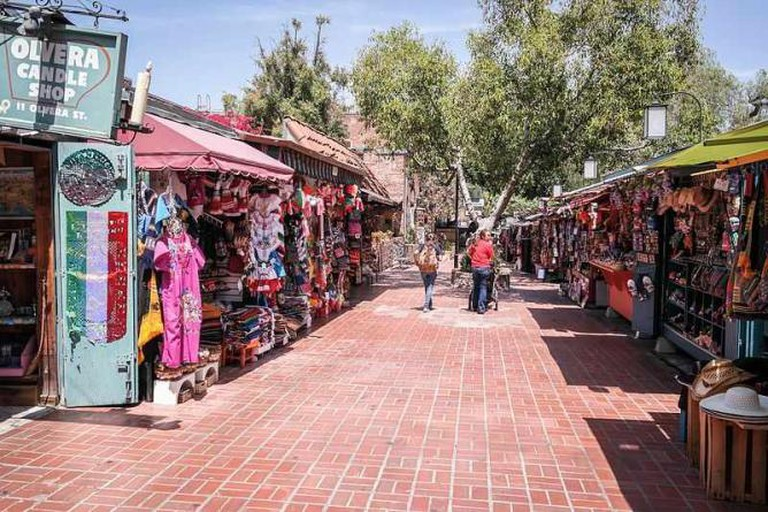 Olivera Street in the Los Angeles Plaza Historic District | © Visitor7/WikimediaCommons