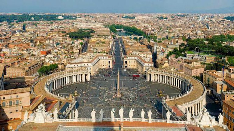 St Peter's Square, Vatican City, Photo courtesy of Dillif, Wiki Commons