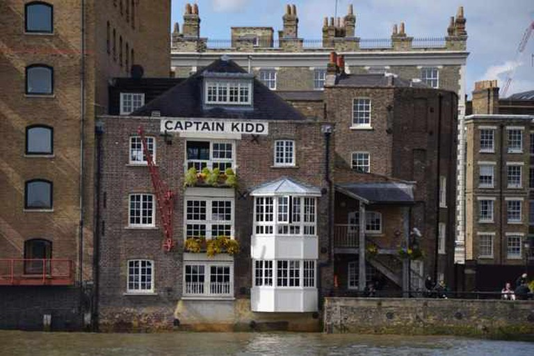 The back of Captain Kidd with the terrace down the right hand side