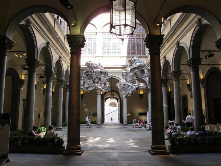 http://commons.wikimedia.org/wiki/File:Cortile_di_palazzo_strozzi,_2012,_01.JPG