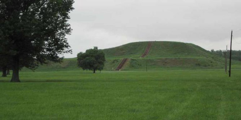 Monks Mounds at Cahokia Mounds State Historic Park | © QuartierLatin1968/WikiCommons