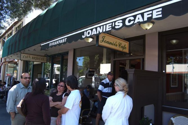 Joanie's Café at California Ave., Palo Alto   © Jun Seita/Flickr