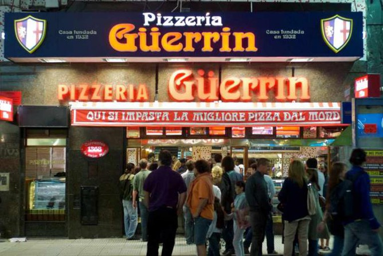 Pizzeria Güerrin a full | © Beatrice Murch/Flickr