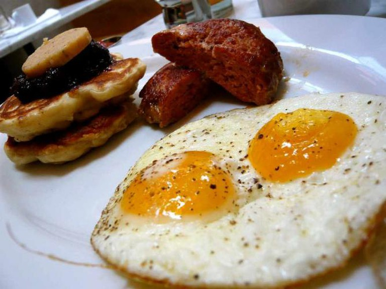 Brunch eggs and pancakes | © kacdyc/Flickr