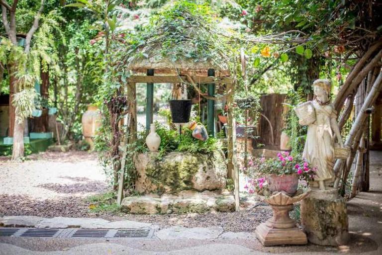 Al mona gardens