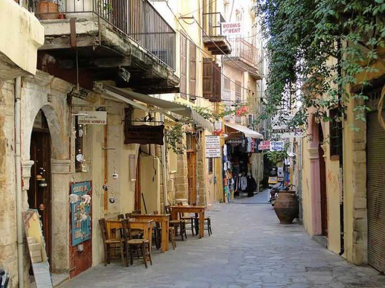 Narrow street in the old city of Chania | © Bernard Gagnon/WikiCommons