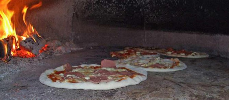 Brick Oven Pizza, Wikipedia