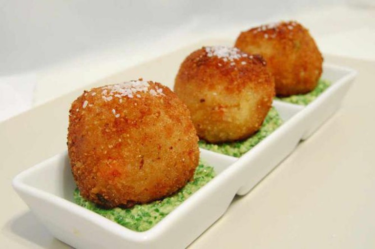Risotto croquettes | © TwoHelmetsCooking/Flickr