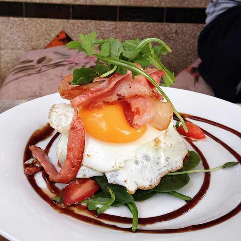 Scatter Bean breakie | Image credit @brokeinbrisbane/Instagram