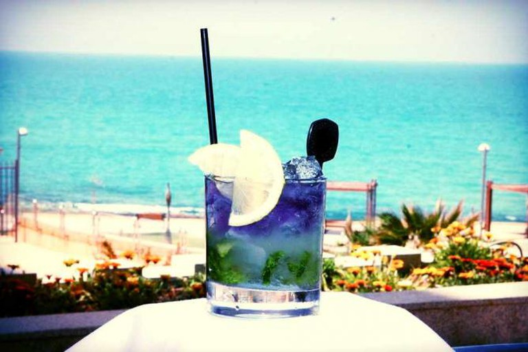 Beverage with a view | Courtesy Seatara