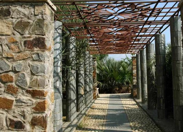 Pergola at the Garden of Five Senses | © Deepak Bhatia/Flickr