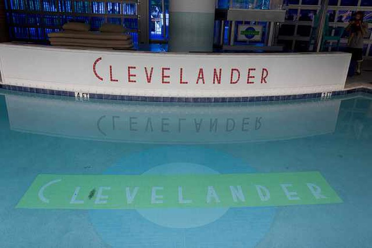 Clevelander Pool | ©mrlaugh/Flickr