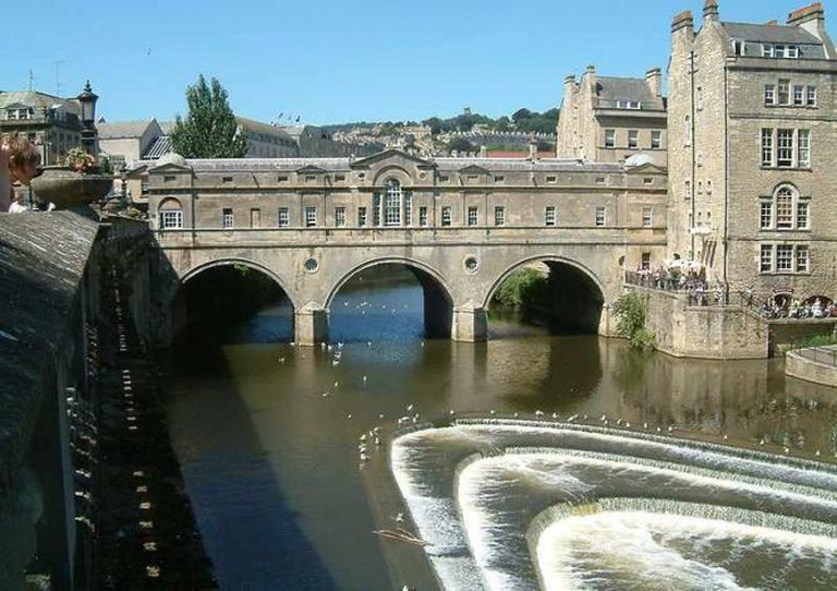 Pulteney Bridge and the Riverside Café | © Christophe Finot/WikiCommons