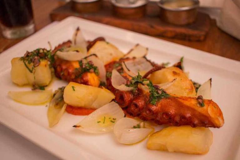 Grilled Octopus at Maní © LWYang/Flickr