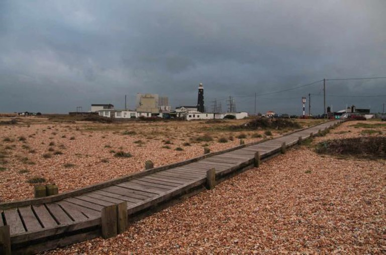 The boardwalk to the beach in Dungeness |© Henry Hemming/ Flickr