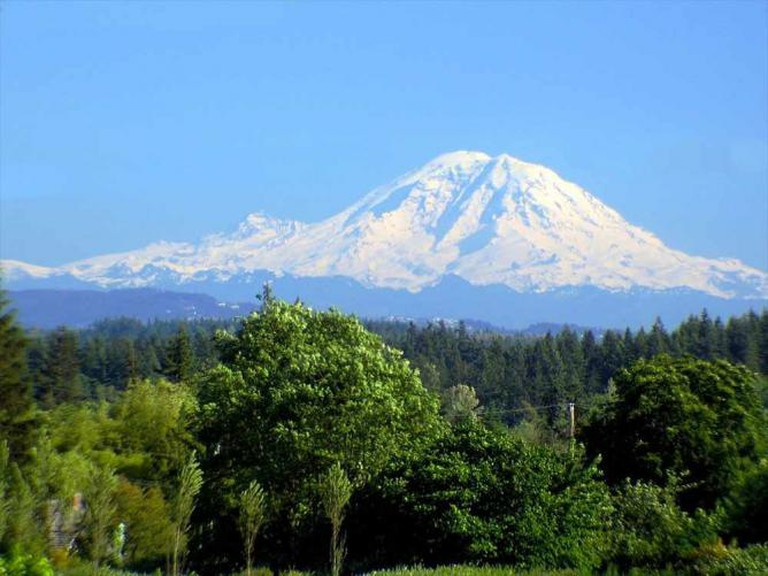 Mt. Rainier from Lynnwood, WA | © Michael W Murphy/Flickr
