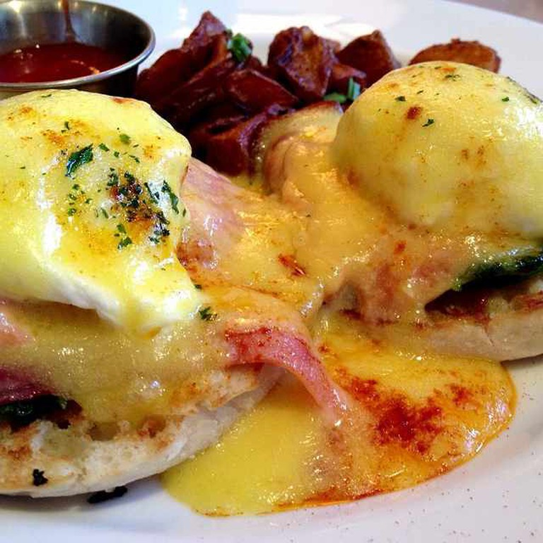 Smoked Salmon Eggs Benedict | ©Albert Lynn/Flickr
