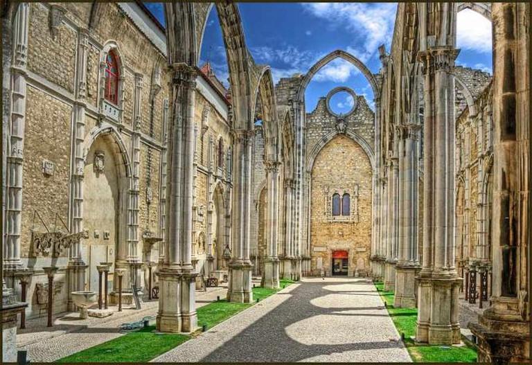 The ruins of the Convento da Ordem do Carmo | © Bert Kaufman/WikiCommons