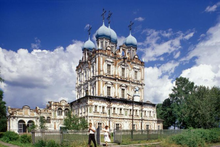 Solvychegodsk. Cathedral of the Presentation, southwest view. Built between 1689 and 1693, consecrated in 1712. Photograph: July 17, 1999.
