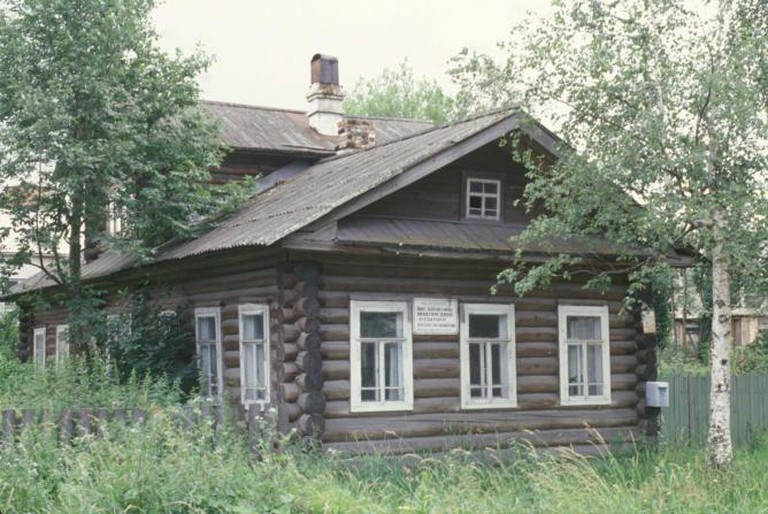Solvychegodsk. Political Exile House Museum. Log house where Iosif Dzhugashvili (Stalin) lived in exile from late 1910 until July 1911. Photograph: July 28, 1996.