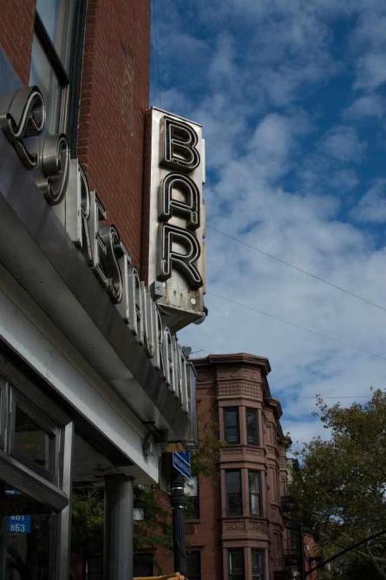 Entrance of The Long Island Bar | © Kazuko Oguma/Flickr