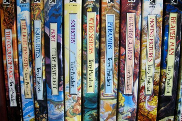 Terry Pratchett bookshelf | © Pete O'Shea/Flickr
