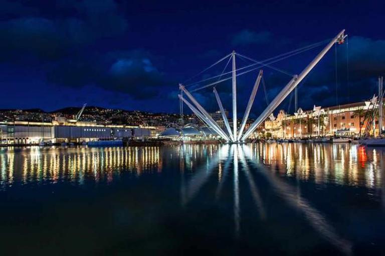 The Bigo elevator and Genoa's Old Harbor | © Andrea Masala/Flickr