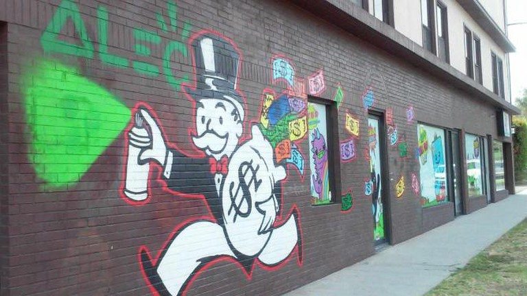 Street art: Untitled, by Alec Monopoly; Photo © Marie Cradle
