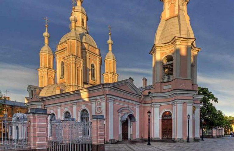 St. Andrew Cathedral © A. Savin/WikiCommons