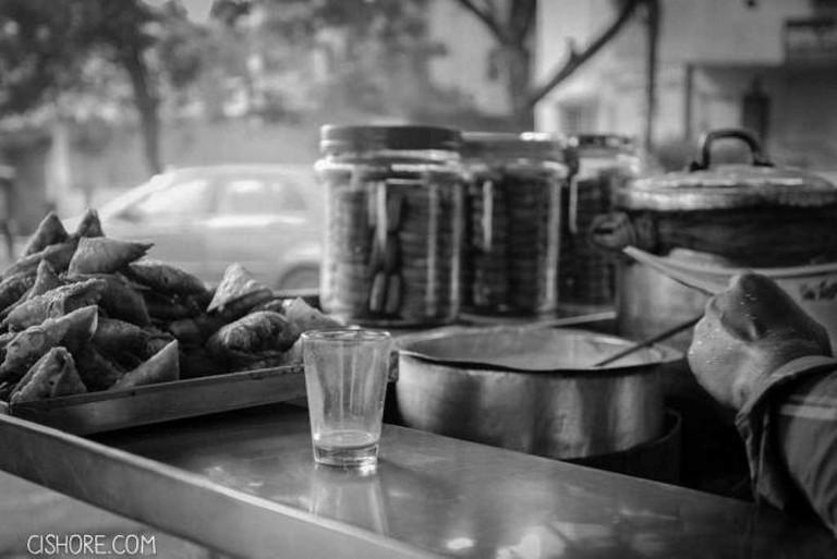 Early Morning, Irani chai and Samosas| © cishore™  /Flickr