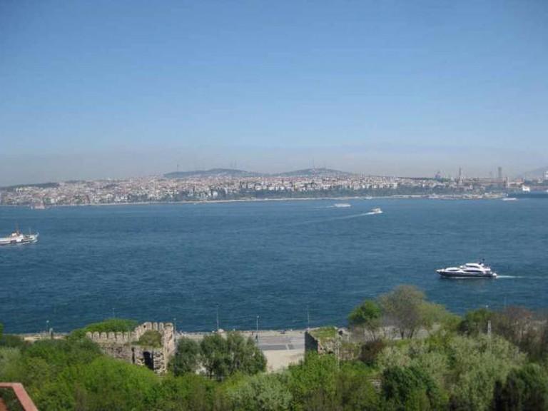 Bosphorus Strait | © Ibrahim Husain Meraj/WikiCommons