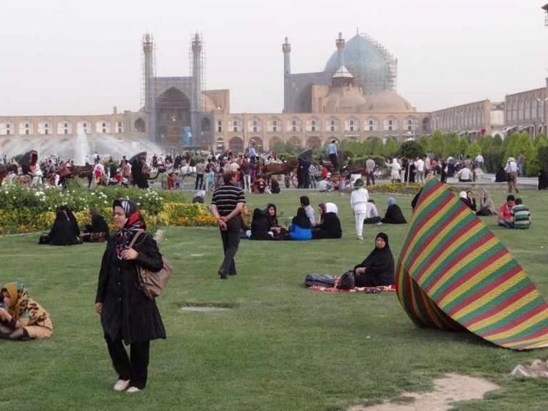 Picnicking in Imam Square   © Adam Jones/Wikicommons