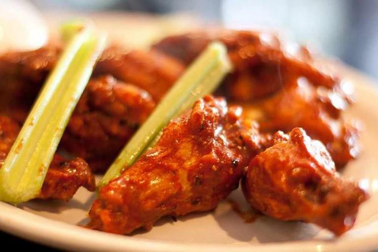 Suicide wings at Anchor Bar in Buffalo, NY | © Yuri Long/Flickr