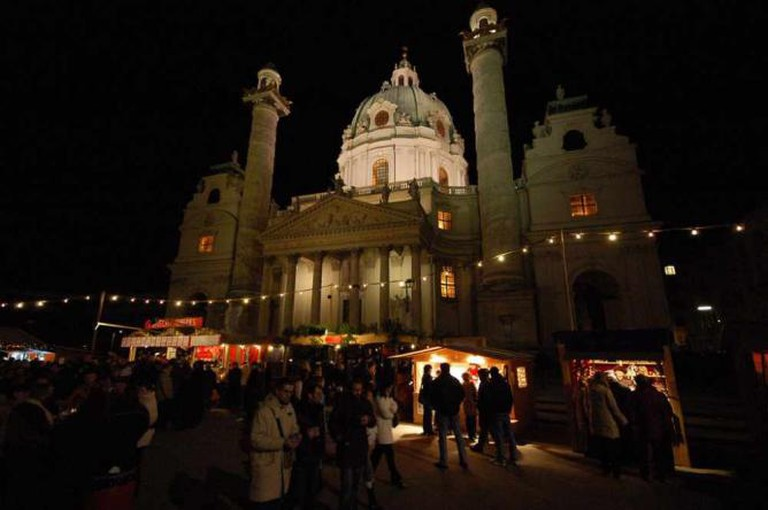 Christmas Market Karlsplatz © John and Melanie/Flickr