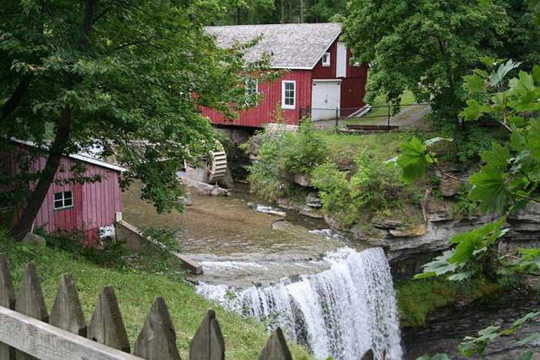 Decew Falls at the start of Bruce Trail | © Sujit Sivanand/Wiki Commons