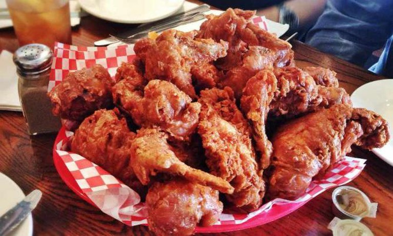 Fried chicken at Willie Mae's Scotch House | © T.Tseng/Flickr