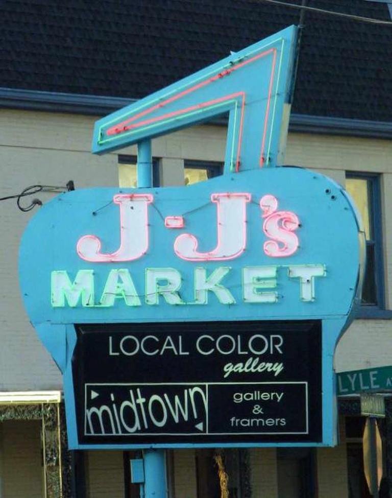 J-J's Market | © Brent Moore/Flickr